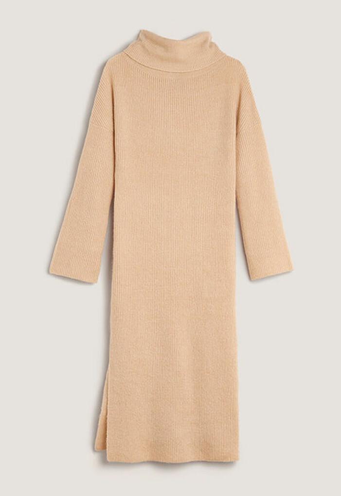 Stickad beige klänning från Moa MattssonXBubbleroom