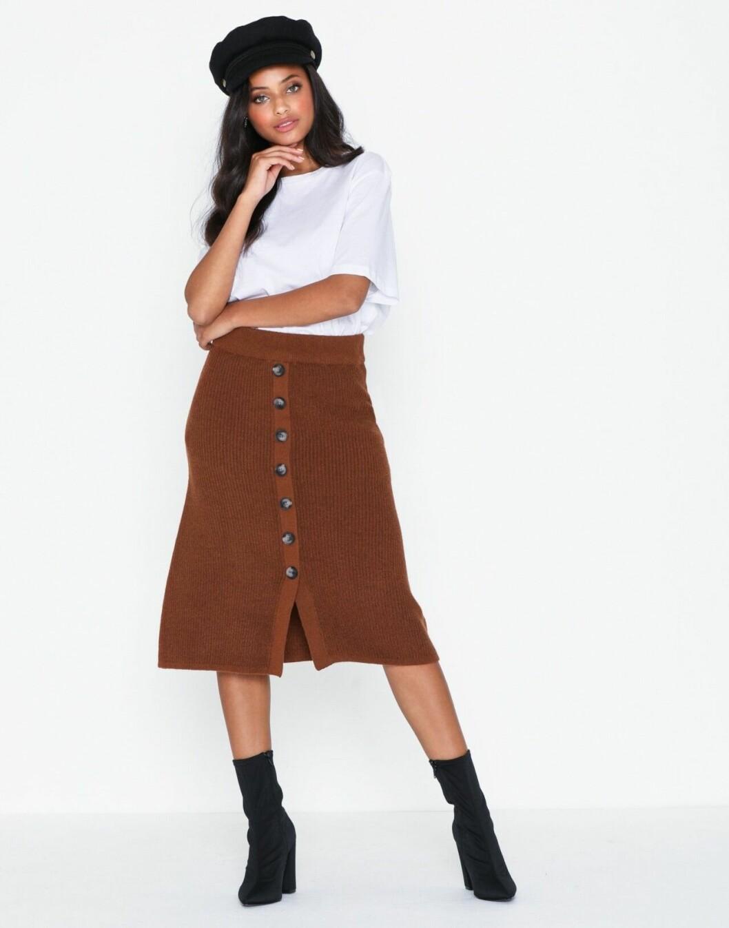 Brun stickad kjol med knappar för dam till 2019