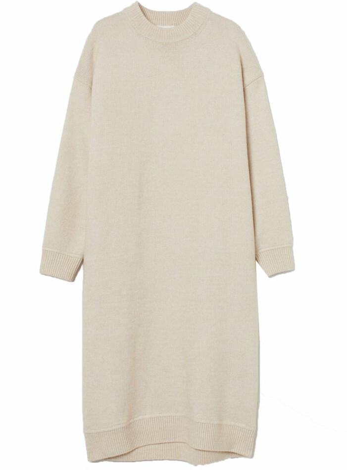 beige stickad klänning