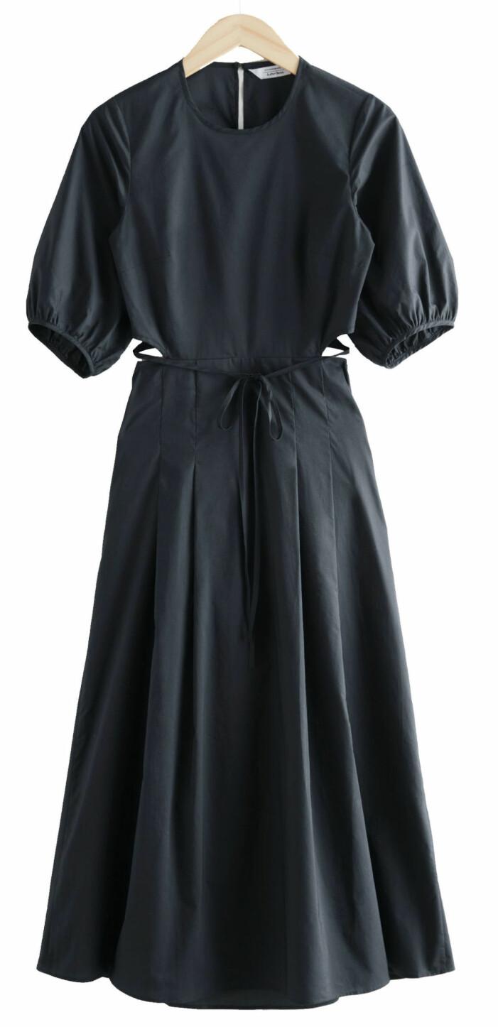 svart lång klänning med cutouts