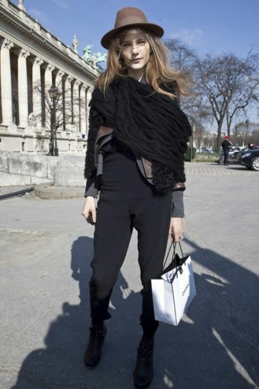 Dorothea Barth Jörgensen i hatt under Paris Fashion Week, A/W 2010.