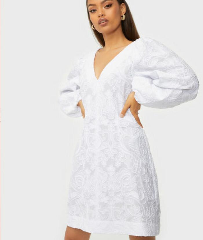 Vit klänning i ekologisk bomull studentklänning