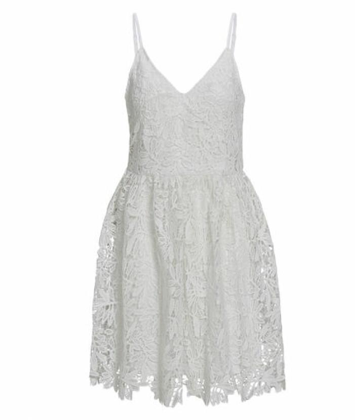student 2021 Vit klänning i spets från Vero Moda