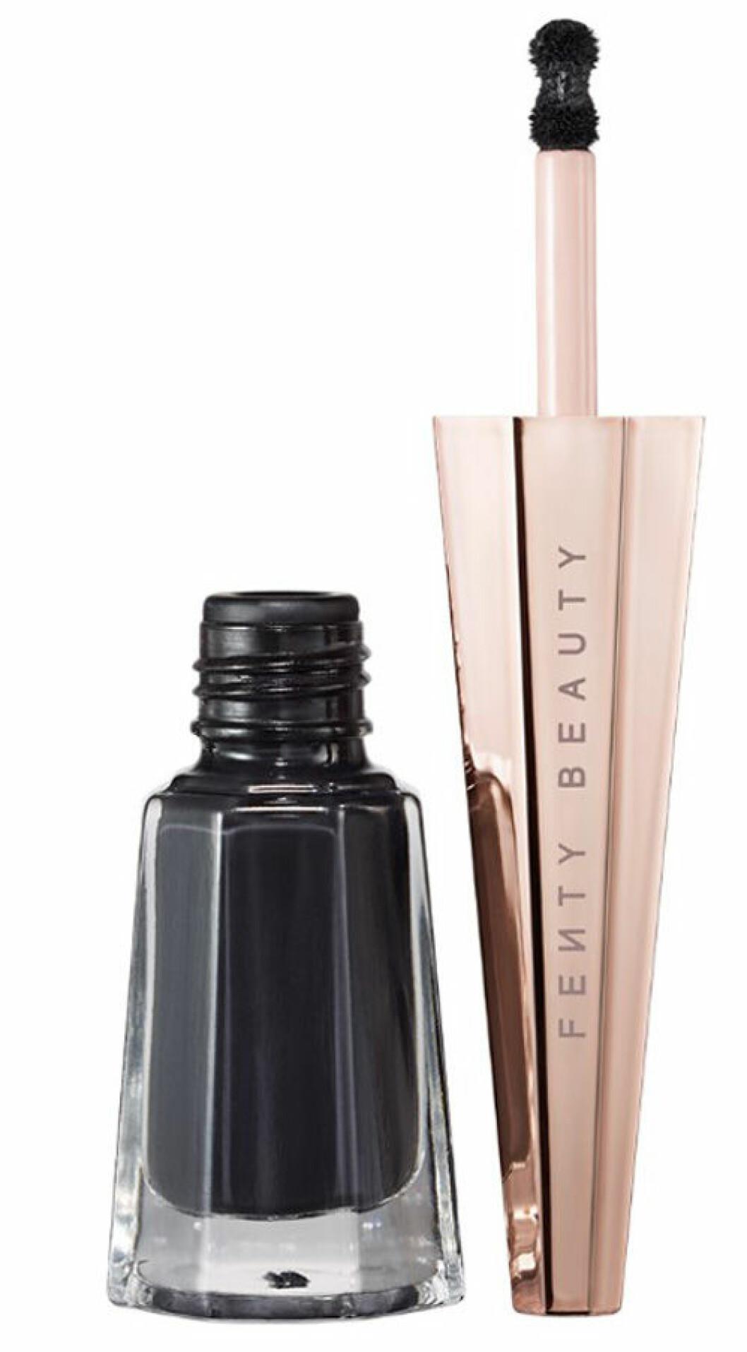 En bild på produkten Stunna Lip Paint i nyansen Uninvited. Sminkkollektionen heter Fenty Beauty och är skapad av Rihanna.