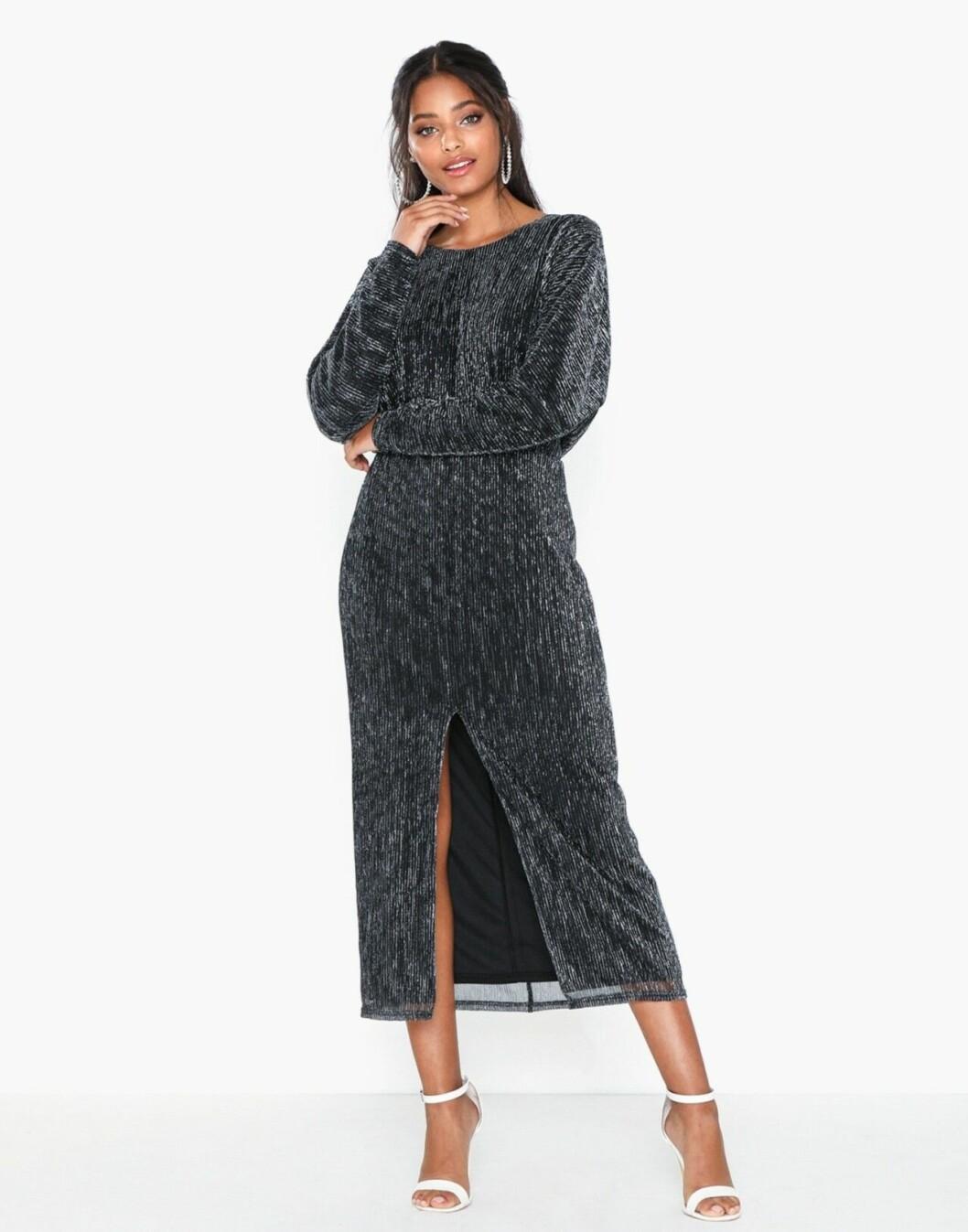 Svart plisserad klänning för dam till 2019