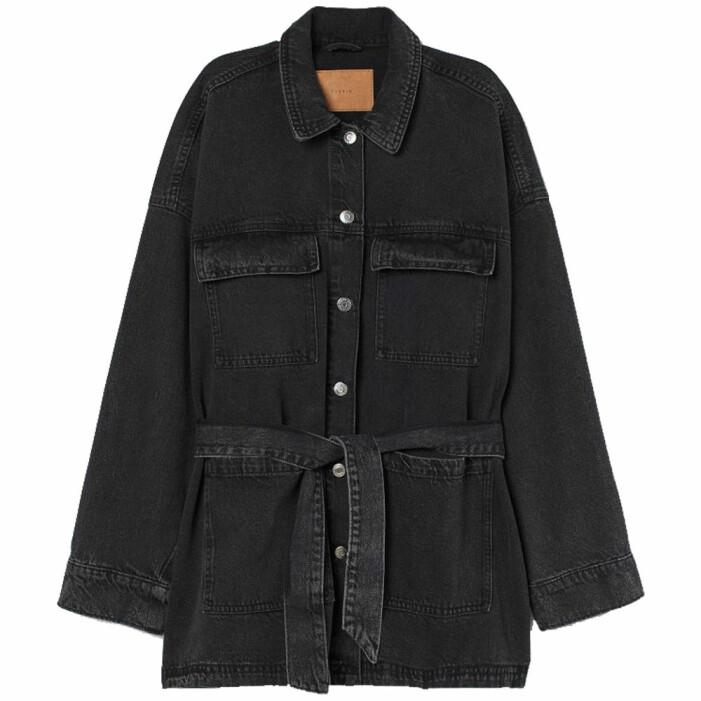 svart jeansjacka med skärp