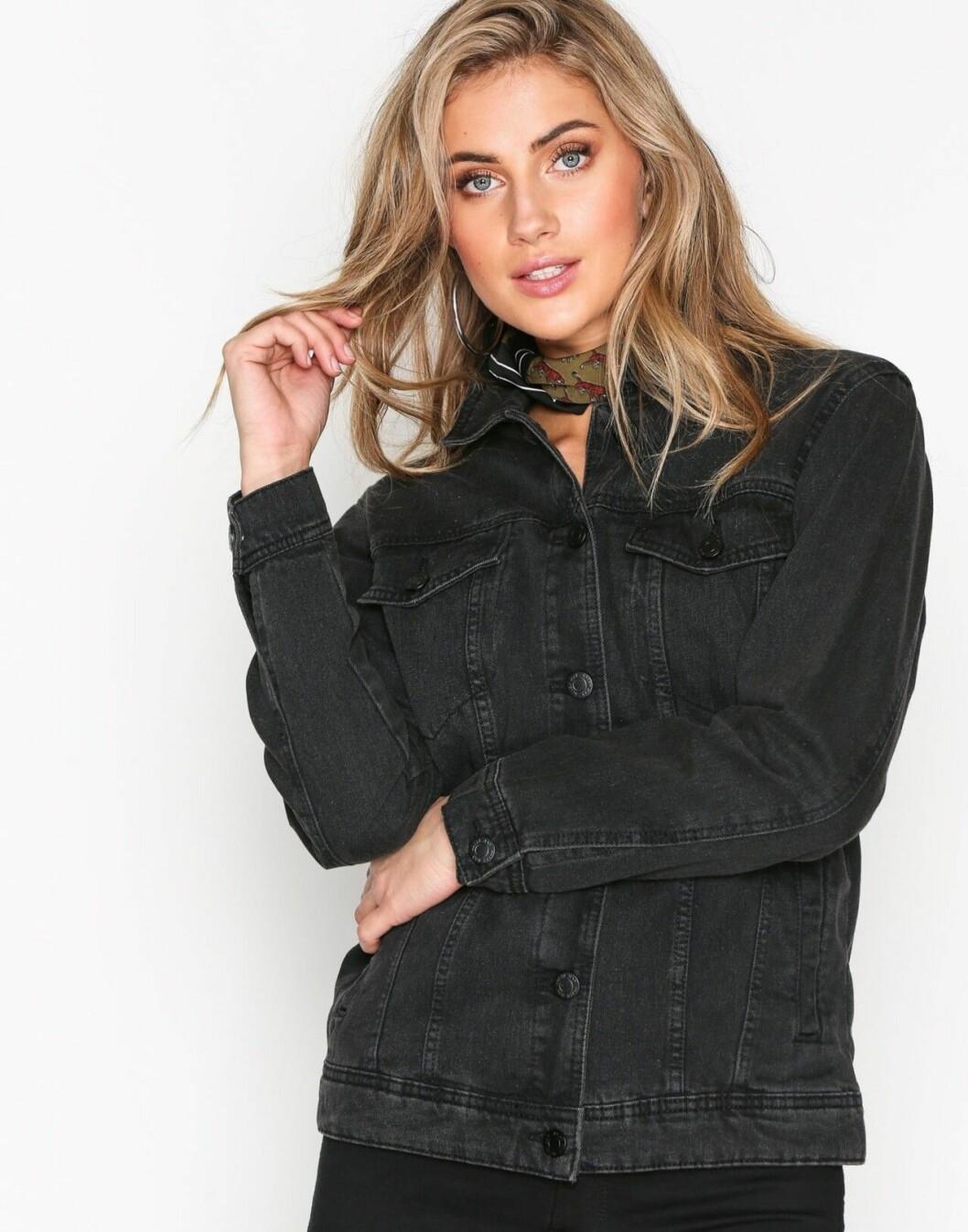 Svart jeansjacka i längre modell för dam till 2019