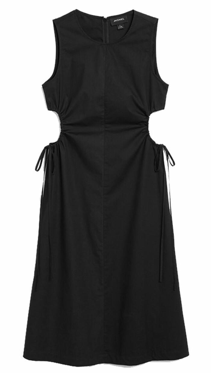 svart klänning med cutout