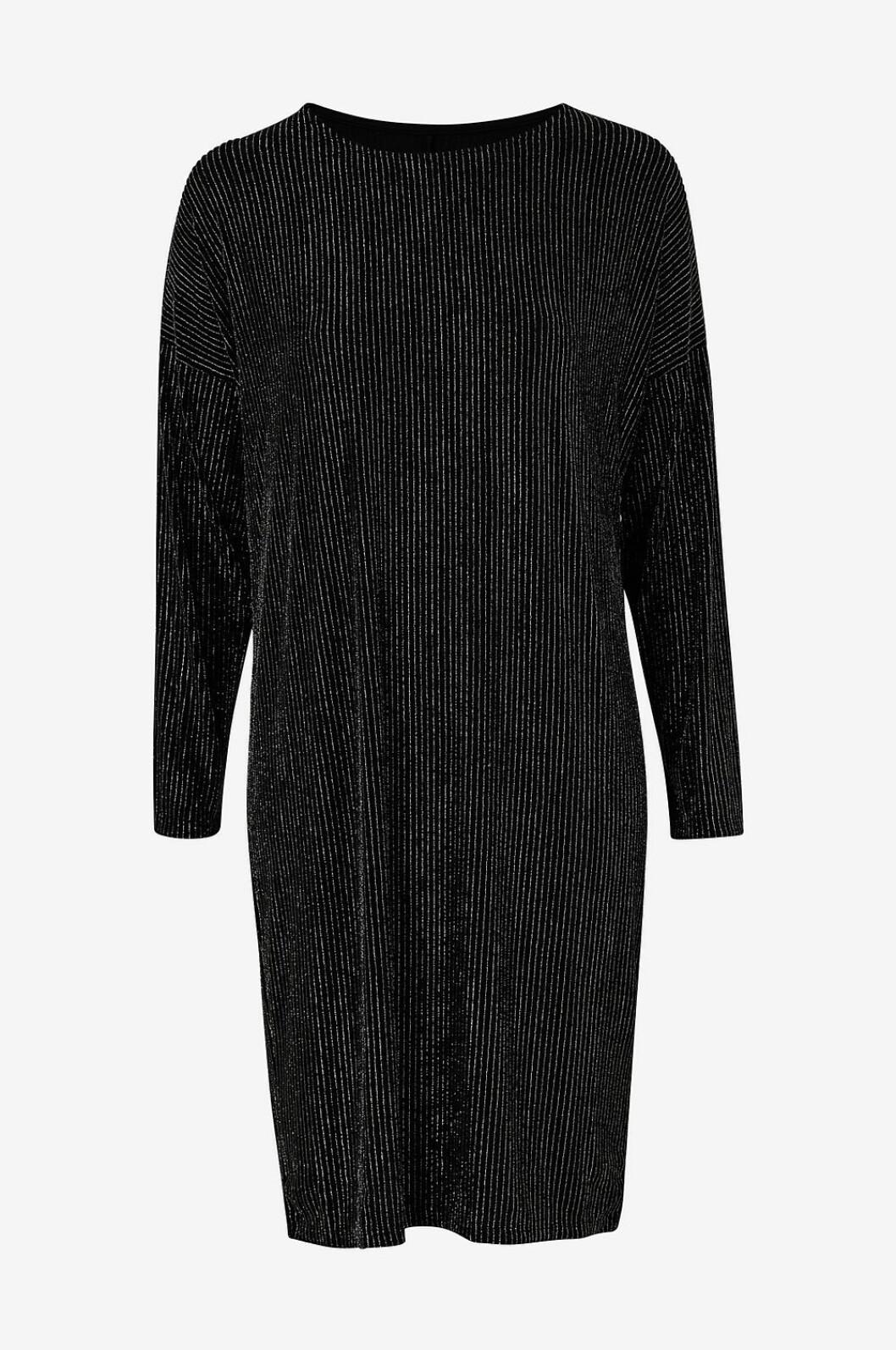 Svart klänning med glitter till julafton 2019