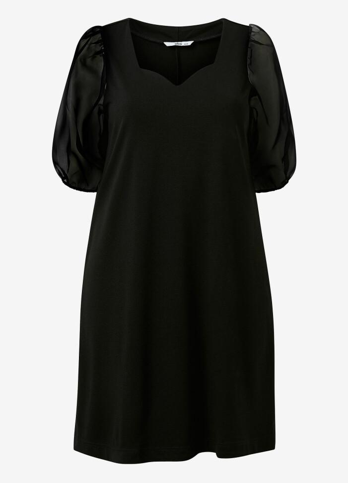 svart klänning med puffärmar från kakan x ellos