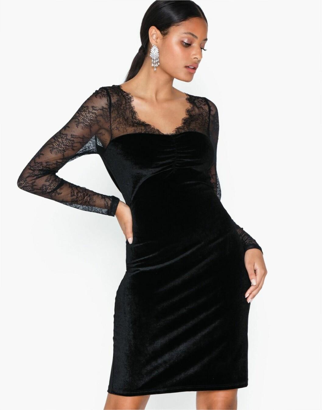 Svart festklänning för dam till 2019