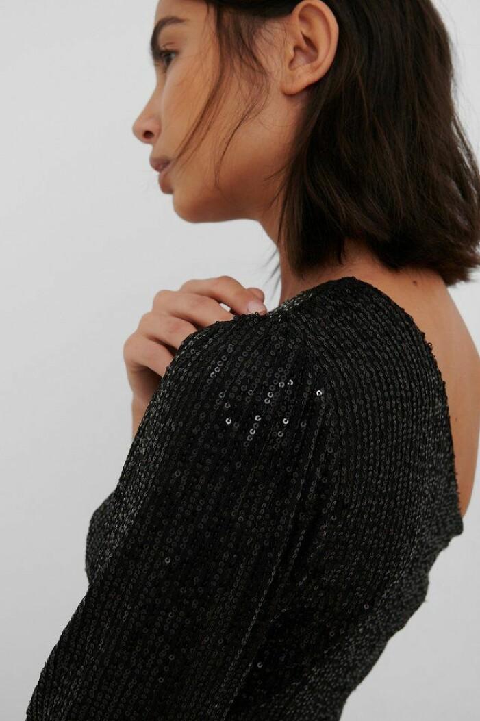 svart paljettklänning