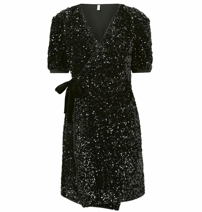 svart paljettklänning yas