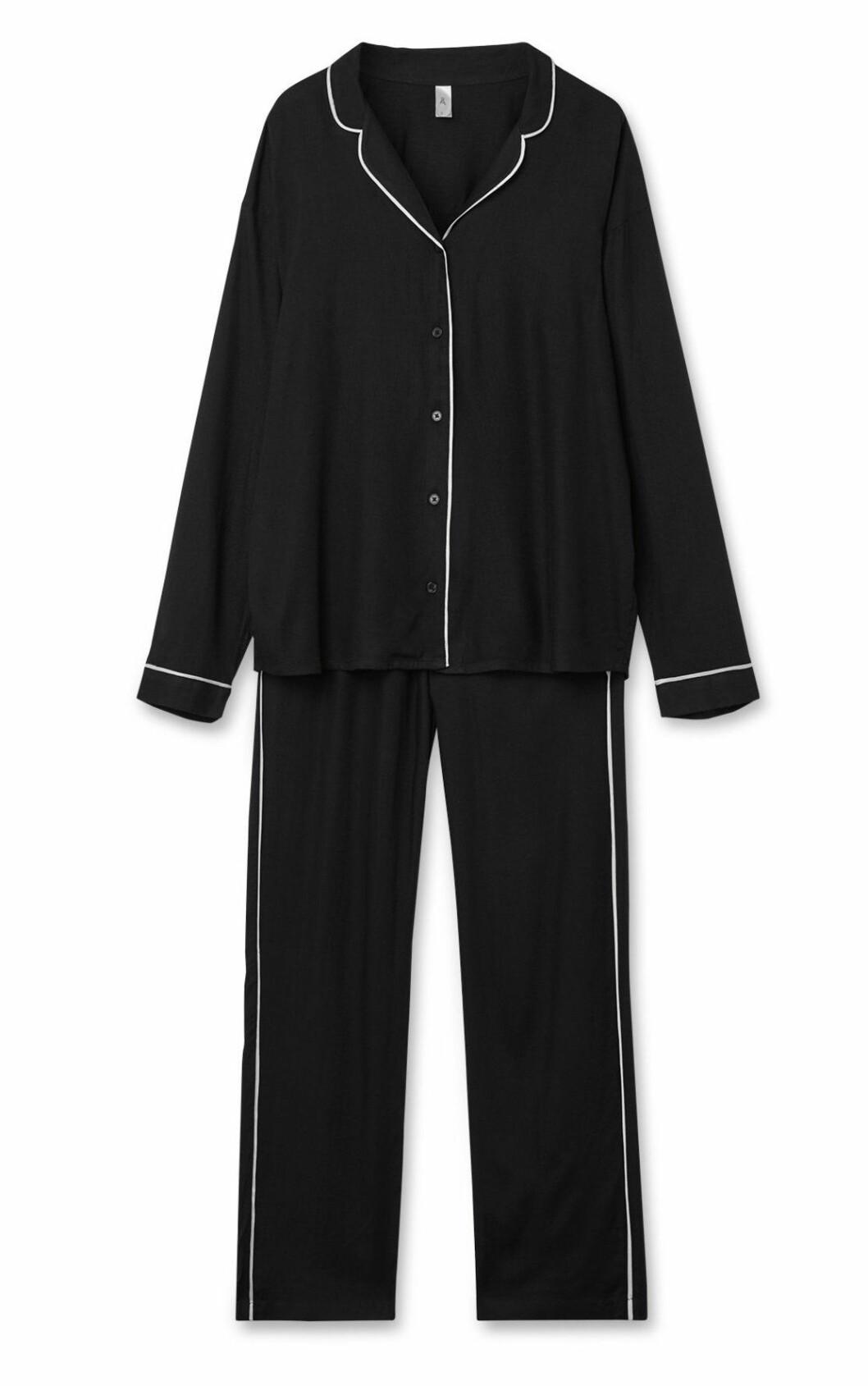 Svart pyjamas till vintern