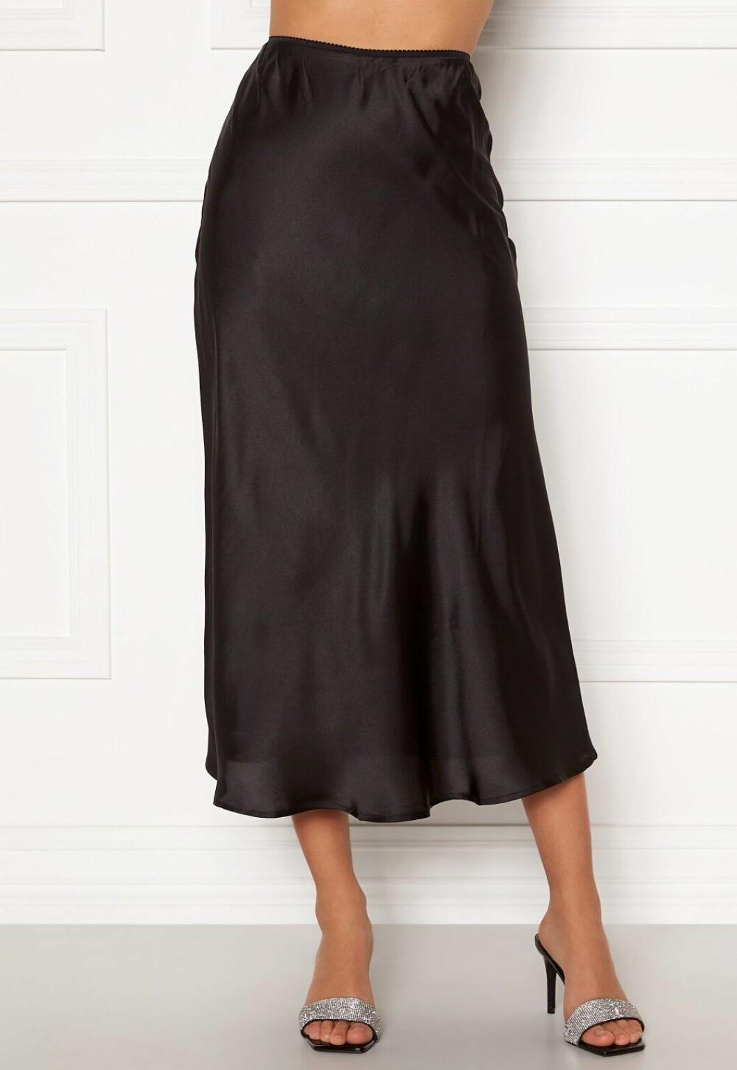 svart satinkjol för dam till sommaren 2020