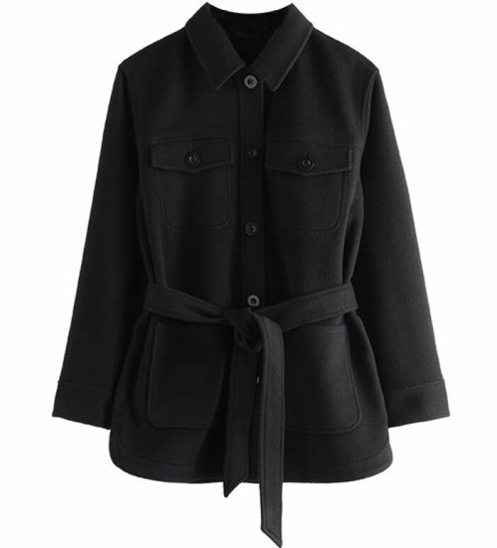 svart skjortjacka med skärp