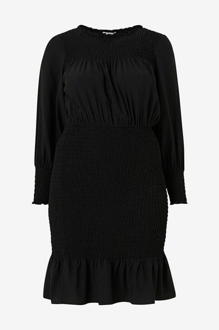 svart smockad klänning från kakan x ellos
