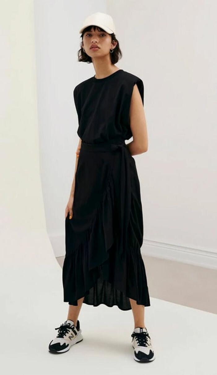 svart set med linne och kjol