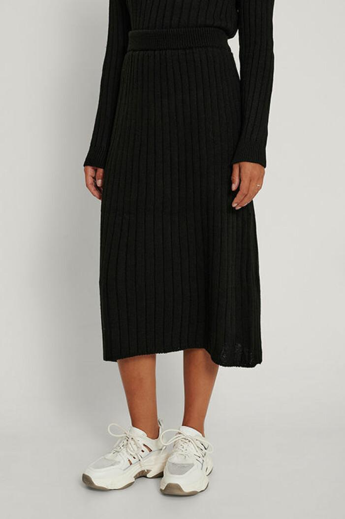 Svart stickad kjol från Na-kd