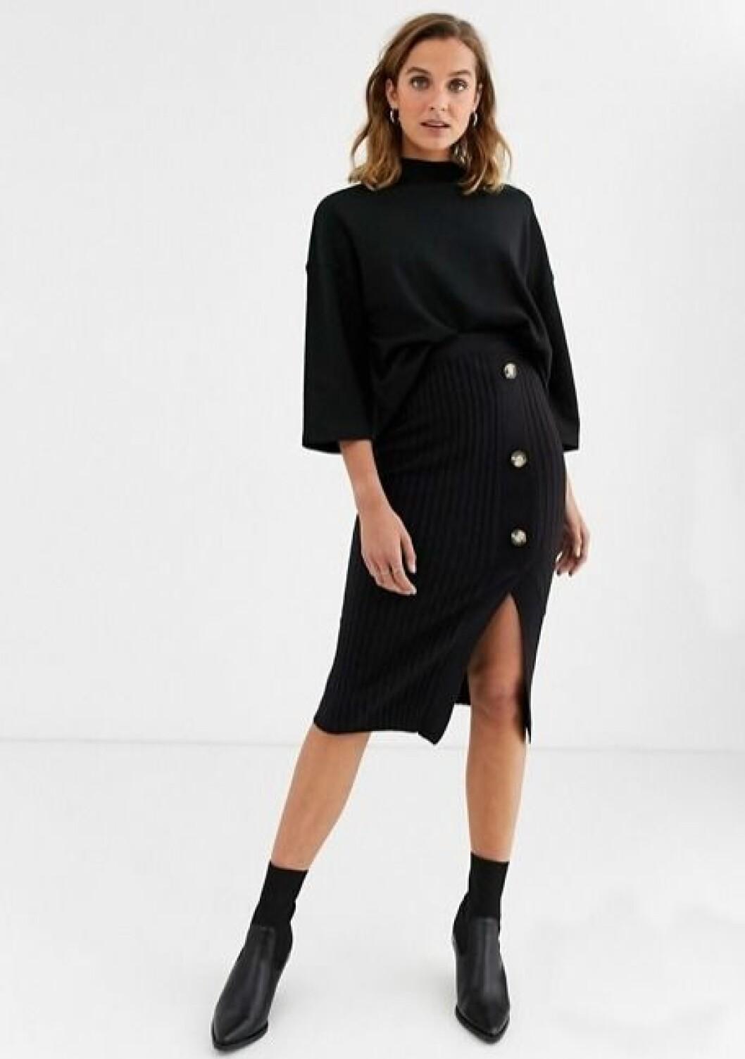 Stickad svart kjol med knappar för dam till 2019