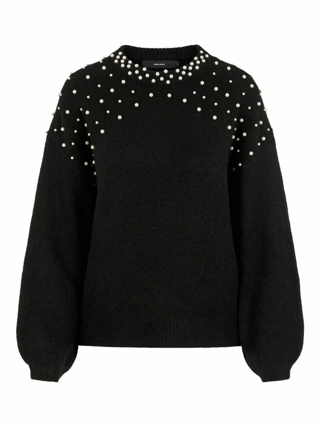 svart stickad tröja med pärlor