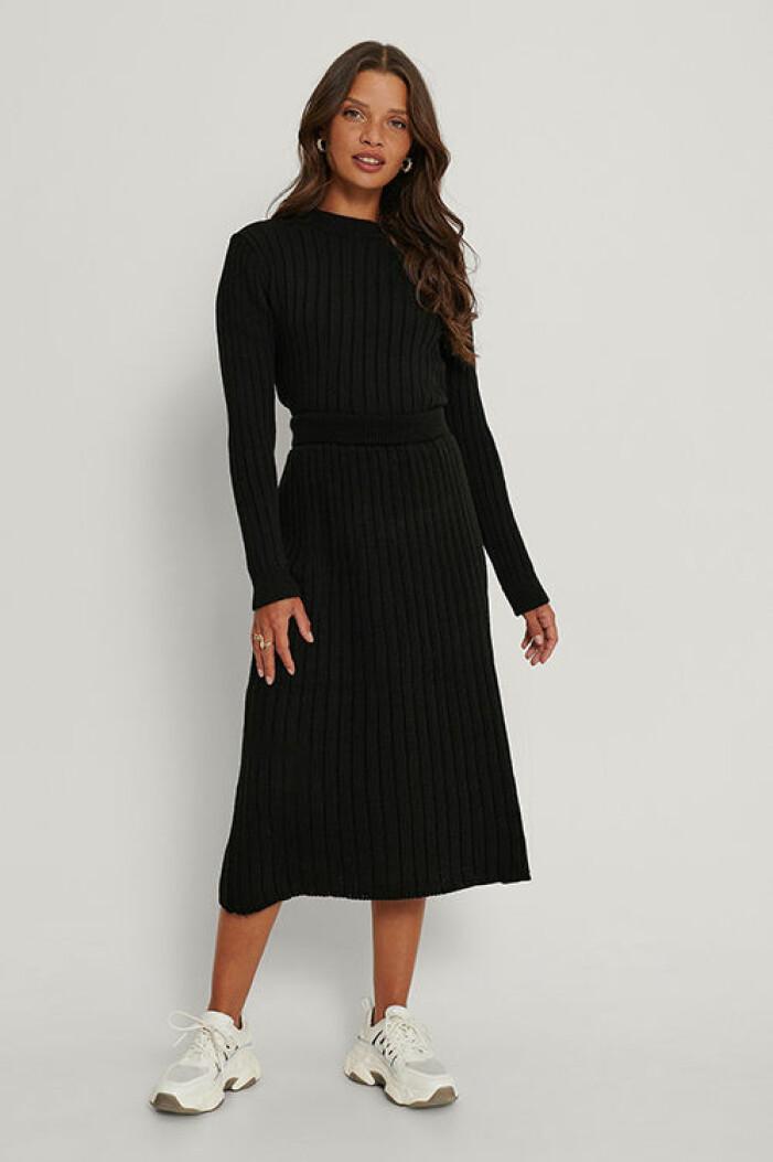 Svart stickat set med kjol från Na-kd