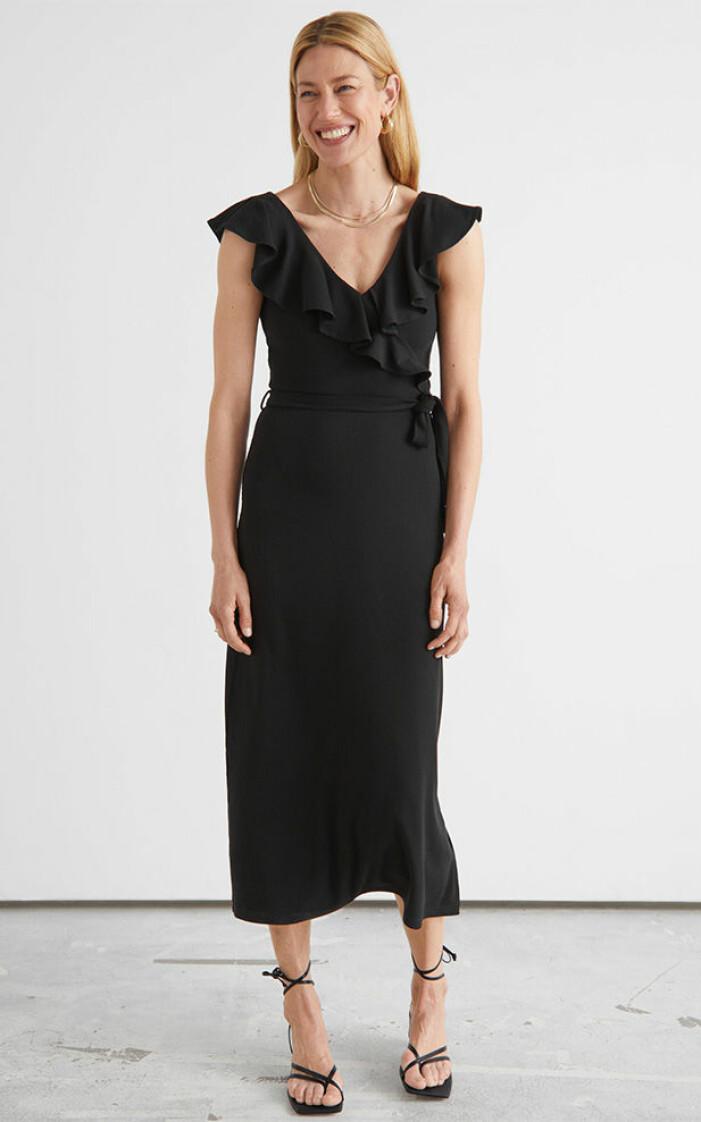 svart volangklänning