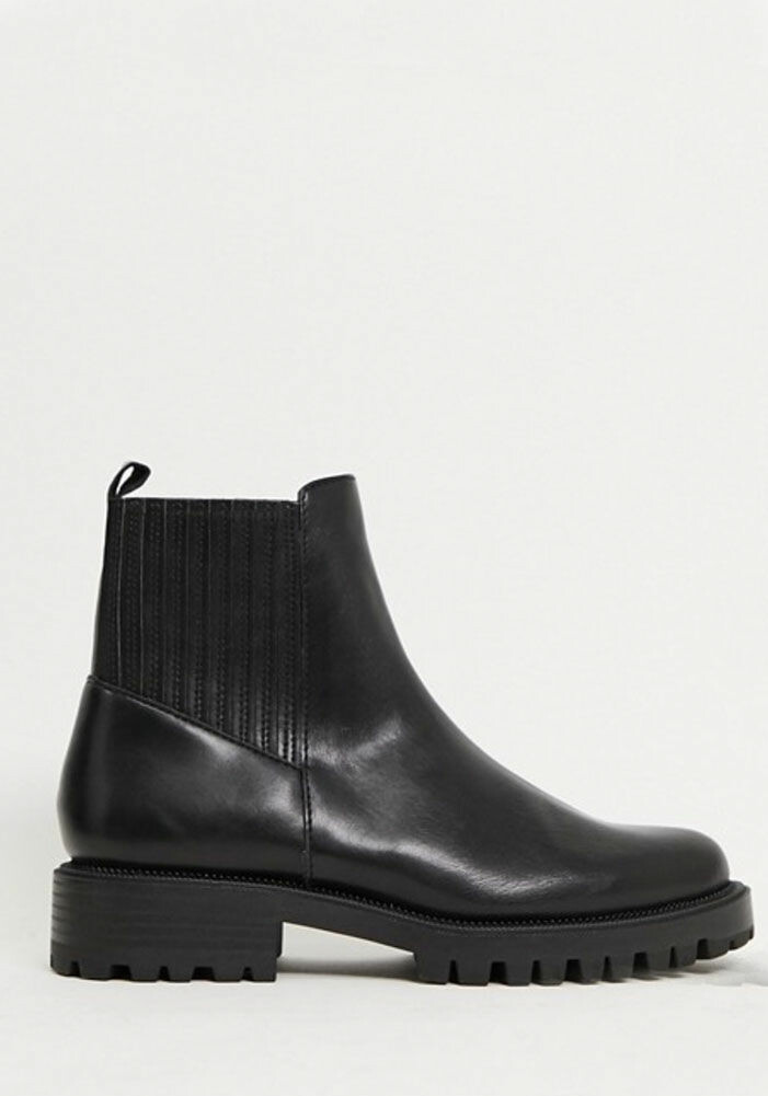 svarta-boots-stradivarius
