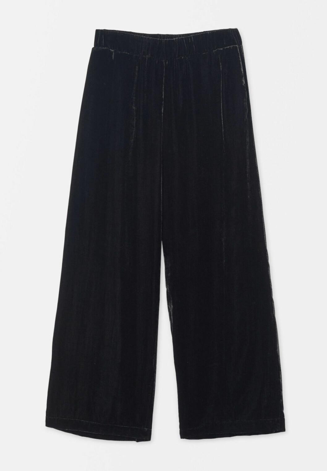 Matchande set: Svarta byxor i sammet från Wera