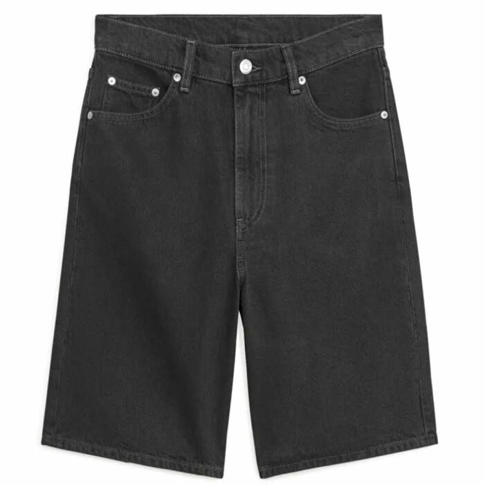 svarta raka långa shorts