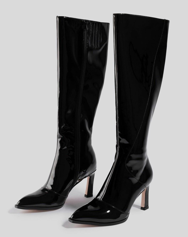 Svarta knähöga stövlar i glansigt material