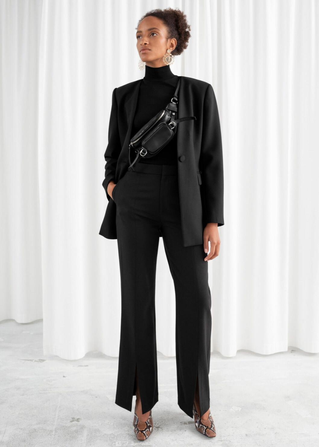 Svarta kostymbyxor med slits till festen för dam