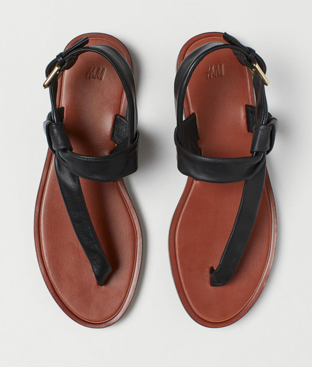 Svarta billiga sandaler för dam till sommaren 2019