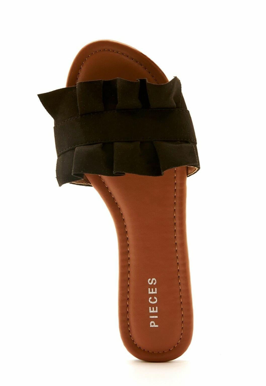 Svarta sandaler med volangdetalj för dam till 2020