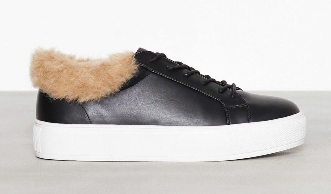 Svarta sneakers