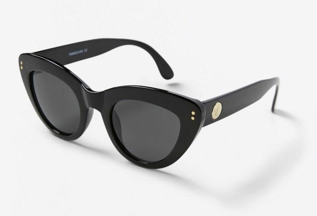 Svarta solglasögon i cateye-modell för dam till 2020