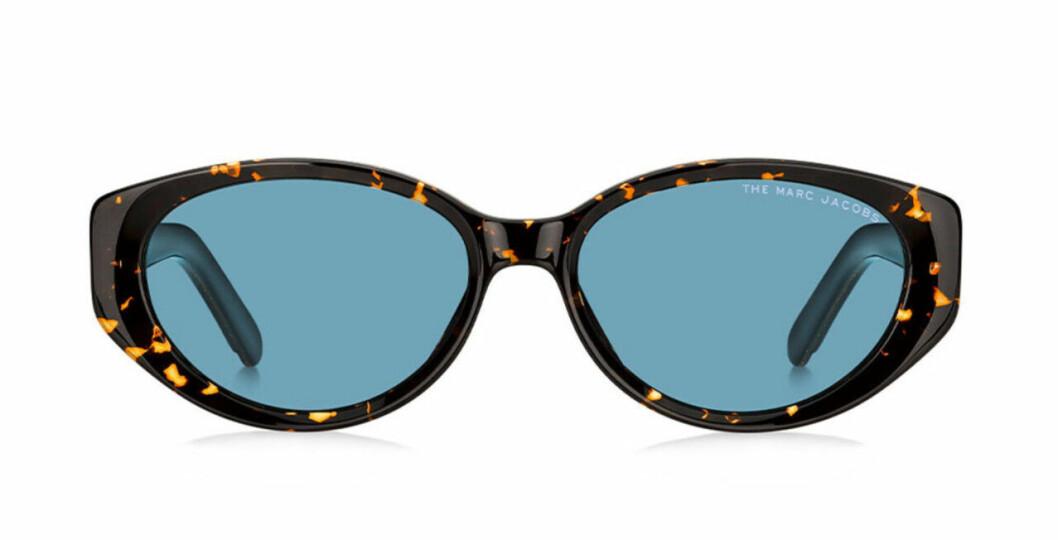 Svarta solglasögon med ovala bågar från Marc Jacobs