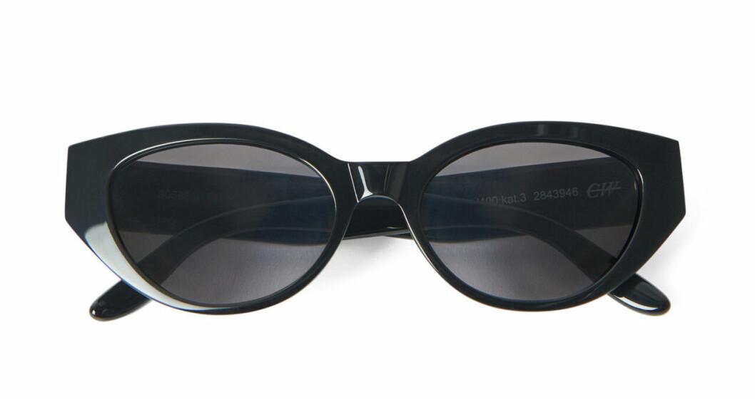 Svarta solglasögon med oval båge till 2020