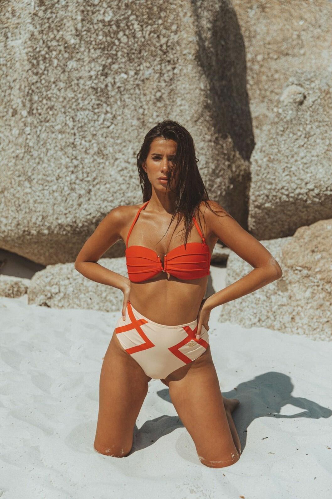 Syvende Swimwear 2020 beige och röd bikini