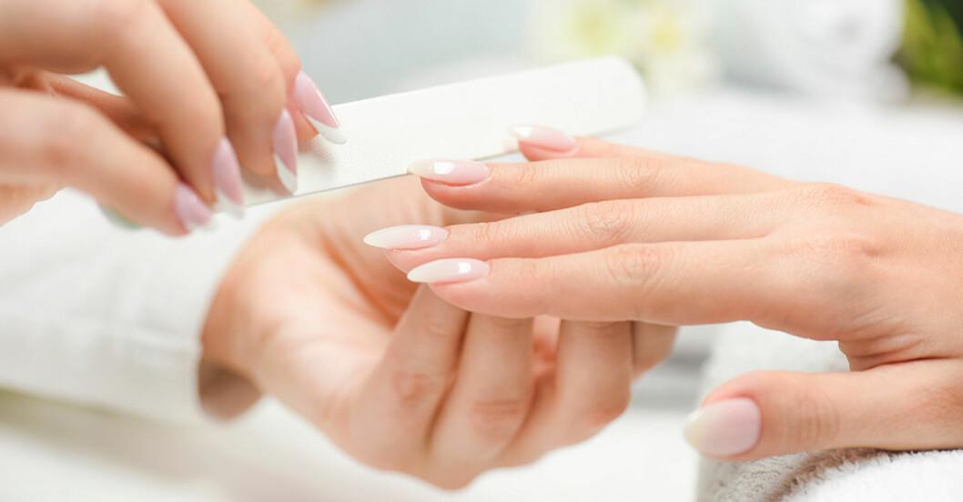 Vackra naglar med manikyr – bästa tipsen för att stärka sköra naglar