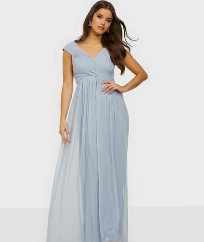 Ljusblå klänning i chiffong till brudtärna
