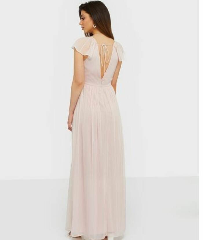 Champagnefärgad klänning i chiffong till brudtärna