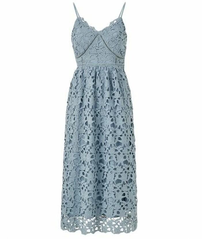 Blå spetsklänning från Y.A.S. till brudtärna
