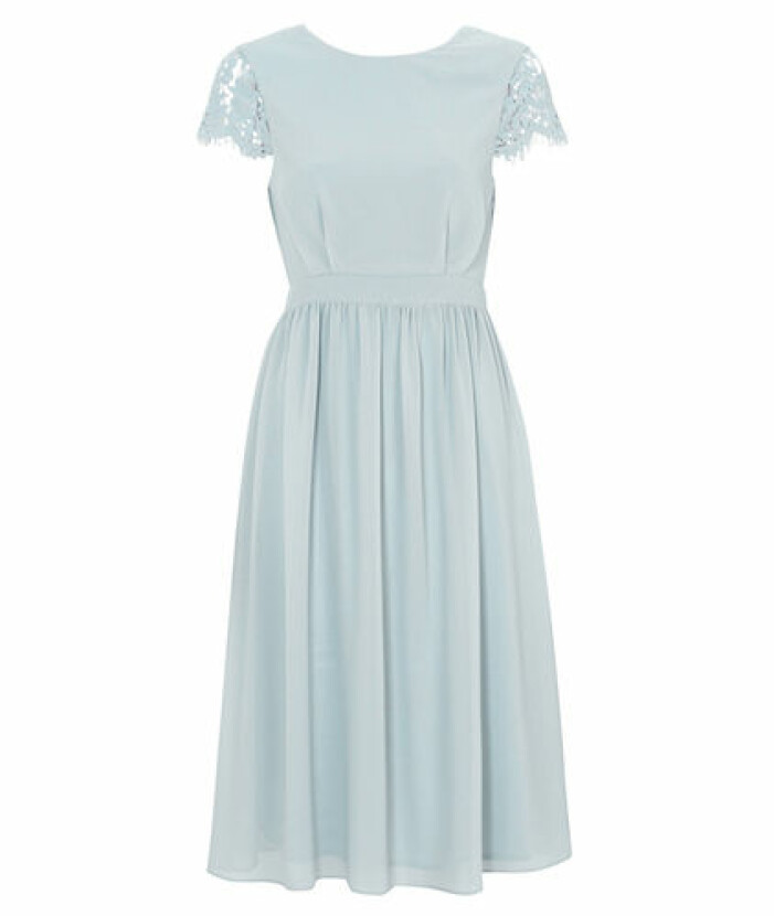 Ljusblå klänning med djup rygg brudtärna