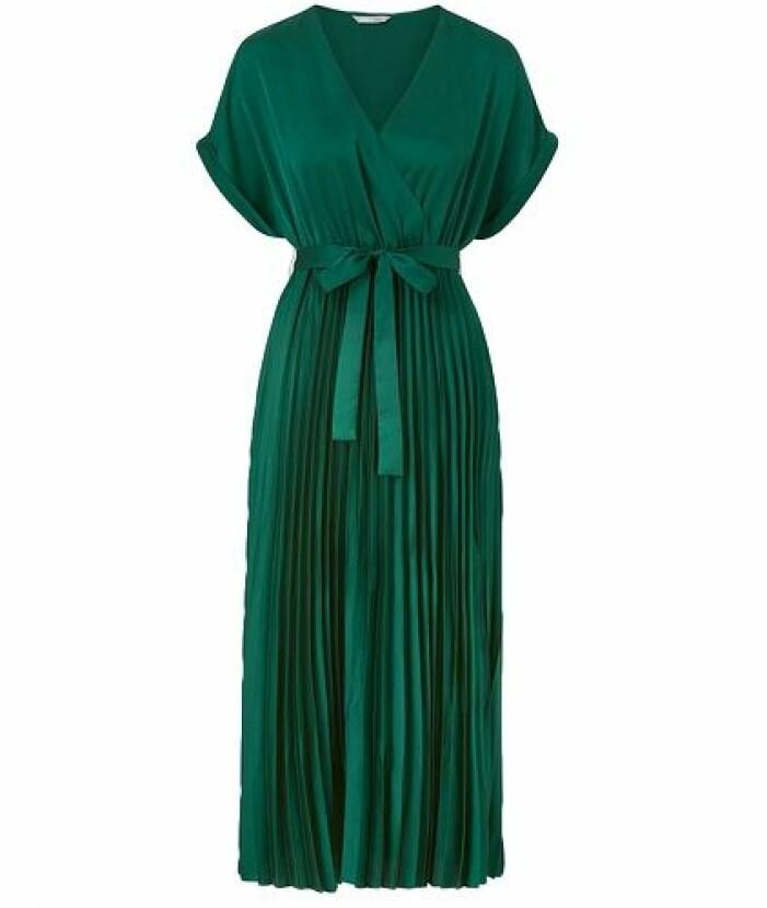 Grön plisserad midiklänning till brudtärna