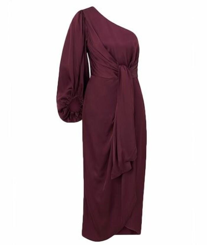 Mörkröd one shoulder lång klänning till brudtärna