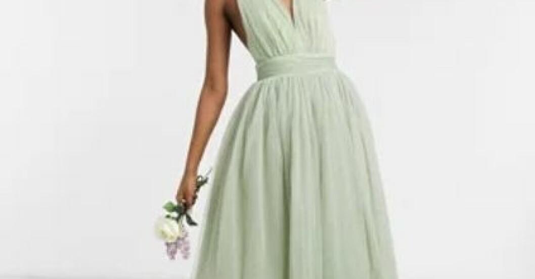 Grön tyllklänning till brudtärna