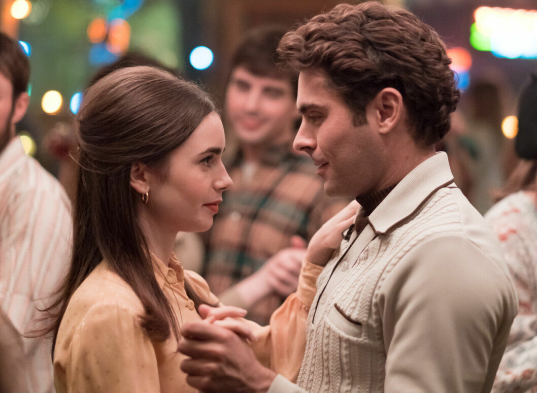 En bild på skådespelarna Lily Collins och Zac Efron i filmen Extremely Wicked, Shockingly Evil and Vile på Netflix.