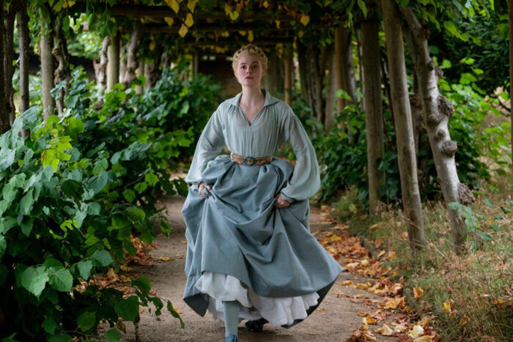 En bild på skådespelerskan Elle Fanning i tv-serien The Great på HBO.