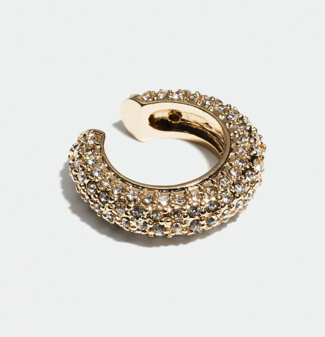 Earcuff i guld med stenar från Glitter